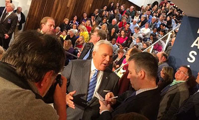 Vigdor interviewing former Connecticut Lt. Gov. Michael Fedele during a John Kasich town hall at Sacred Heart University in Fairfield